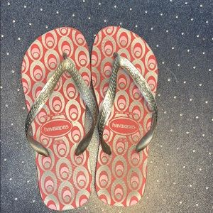 GUC Havianas Silver and Pink Flip Flops
